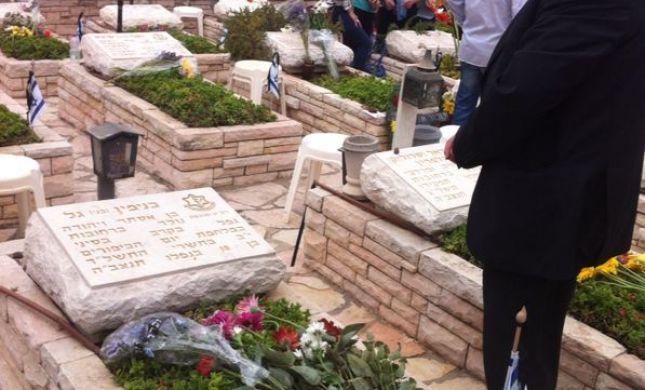 זוהה לפי הציצית: הרב אלי בן דהן פקד את קבר חברו לישיבה