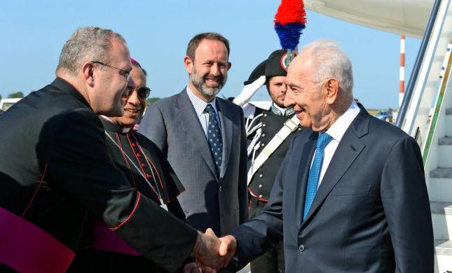 אחרי ביקור האפיפיור: הנשיא פרס בוותיקן