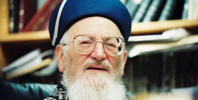 """הרב מרדכי אליהו זצ""""ל: """"אנחנו לא צריכים לפחד"""""""