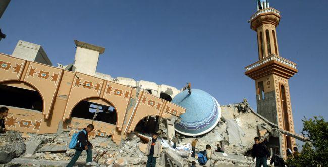 """צפו: צה""""ל משמיד מנהרות טרור מתחת למסגד"""