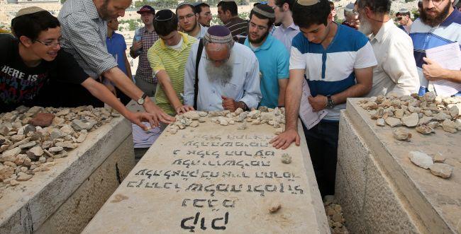 ג' באלול: אלפים עלו לציון קברו של הרב קוק