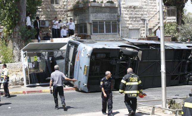 פיגוע טרקטור: מחבל הפך אוטובוס וחוסל