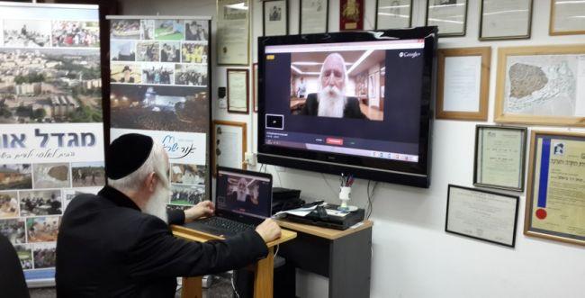 הרב גרוסמן העביר שיעור אונליין לאלפי תלמידים