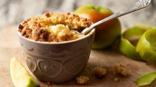 אוכלים, מתכוני פרווה מתוק ומהיר: קראמבל תפוחים במינימום זמן