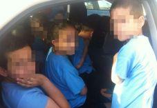 השוטרים נדהמו: 16 ילדים בתוך רכב פרטי