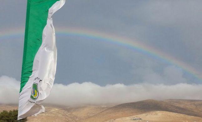 """תמונת היום: קשת מלאה בבסיס הנח""""ל בהר חברון"""