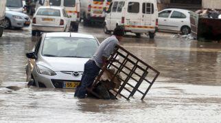 """שו""""ת למה גם בימינו שואלים על הגשמים בז' חשוון?"""