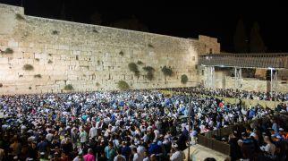 הלכה ומנהג, יהדות צפו: עשרות אלפים שרים 'אדון הסליחות' בכותל