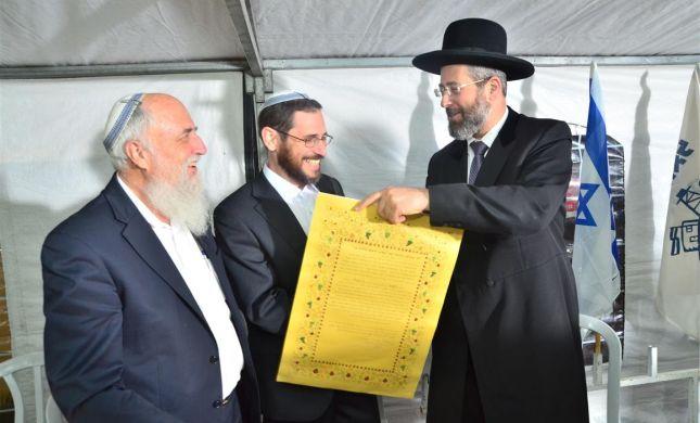 הרב לאו ברך 'מציב גבול אלמנה' בהכתרת רבה של עשהאל