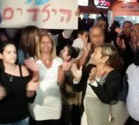 חדשות, חדשות בארץ צפו. עשרות בהפגנת תמיכה באיתמר שמעוני