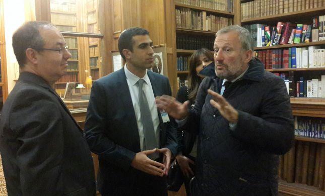 """שטבון בצרפת: """"יש לנו אחריות ליהודי כל העולם"""""""