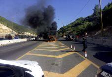 תמונה: כביש מס' 1 - רכב עולה באש ליד בית שמש