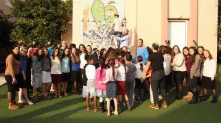 בשבילך אפריקה – ישראל תרמה חנוכיית ענק לילדי אמונה