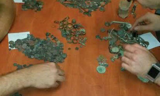 מאות מטבעות וחפצים עתיקים נתפסו אצל שודד עתיקות תושב בית שמש