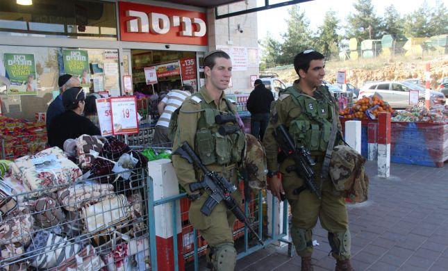 גנב רכב נמלט ממעצר ונורה על ידי חיילים