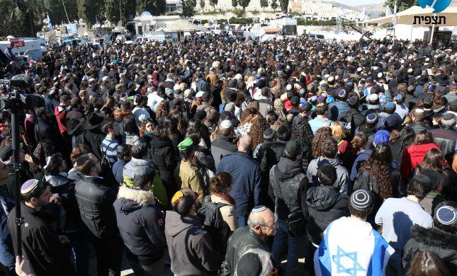 גלרייה: נרצחי הפיגוע בצרפת בדרכם האחרונה