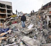 חדשות, חדשות בעולם כ-1500 נהרגו ברעידת אדמה, מאות ישראלים איבדו קשר