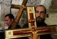 הרב שלמה אבינר: התרחק מן הנוצרים!