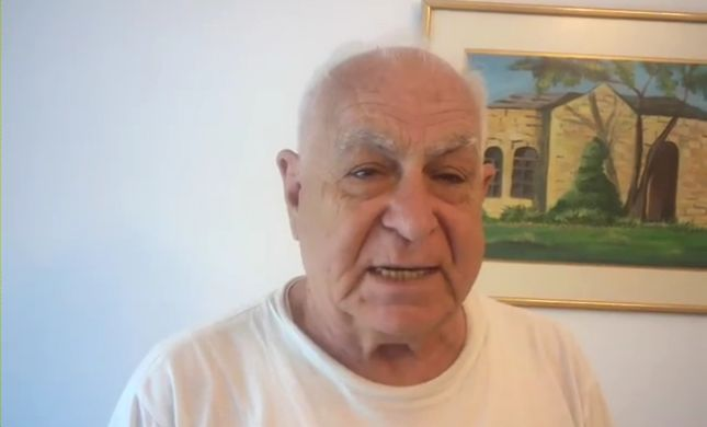 """ניצול שואה קורא ביוונית: """"יהודים תעלו לישראל"""""""