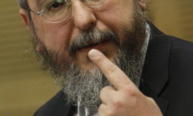 """הרב אמסלם נגד בניזרי: """"עז פנים ומחוצף"""""""