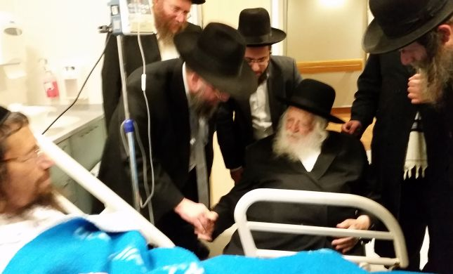 הרב קנייבסקי בביקור חולים למושתל כליה. צפו