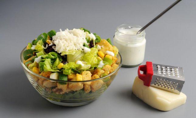 מתכון קייצי מרענן: מיקס סלט ירוק וקרוטונים