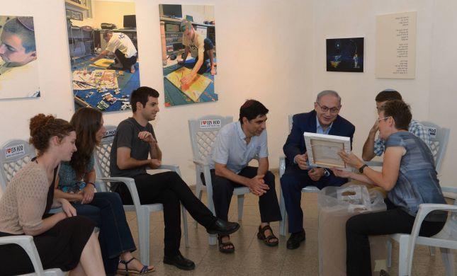 נתניהו ביקר בתערוכת הציורים של הדר גולדין
