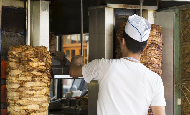 לספרדים יש בעיה לקנות שווארמה כשהמוכר ערבי