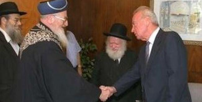 צפו: הרב מרדכי אליהו מספר על המברק המפתיע מרבין
