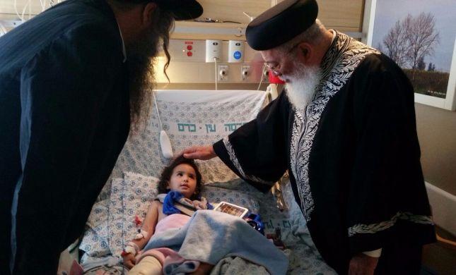 הרב שלמה עמאר מבקר את פצועי הפיגועים