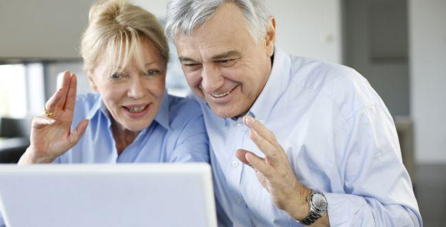 צריך לעמוד כשמדברים עם אבא בסקייפ?