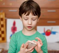 בשבילך פינת חינוך: האם לקנות לילד סמארטפון?