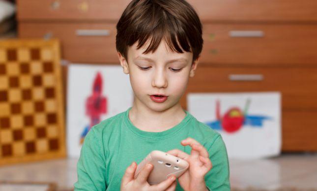 פינת חינוך: האם לקנות לילד סמארטפון?
