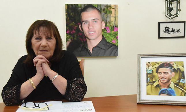 אמו של אורון שאול: לא עושים מספיק כדי להחזירו