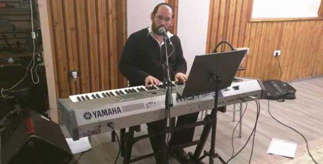 צפו: אהרון רזאל בחזרות לקראת 'ירושלים של אור'
