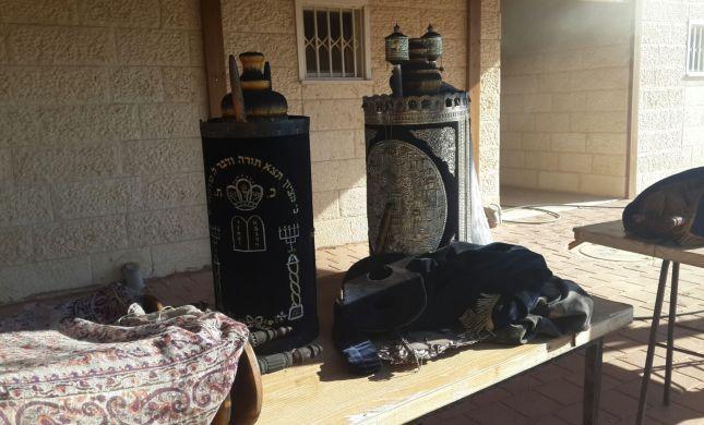 ליבנה: בית הכנסת עלה באש, ספרי התורה חולצו