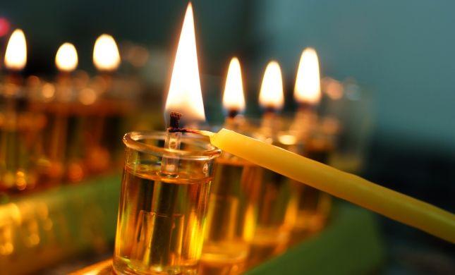 הלכות חנוכה והדלקת נרות לפי מנהגי כל העדות