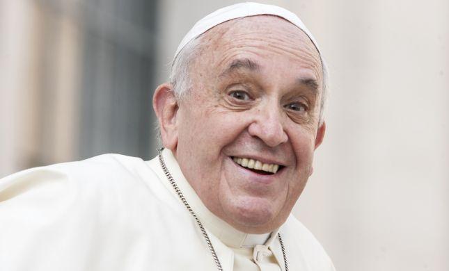 עכשיו אנחנו יודעים, לאפיפיור יש הומור