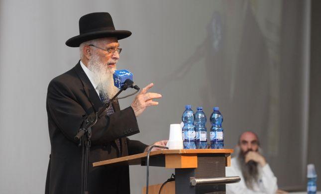 """המדינה לבג""""צ: לאפשר לרב אריאל לקבל את פרס ישראל"""