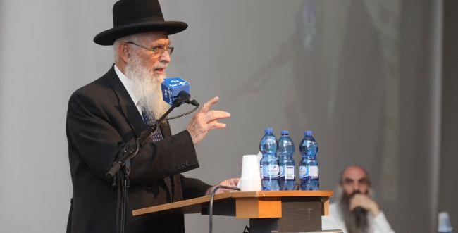 """הרב אריאל: """"אולי יש להם זקנים אבל רבנים הם לא"""""""