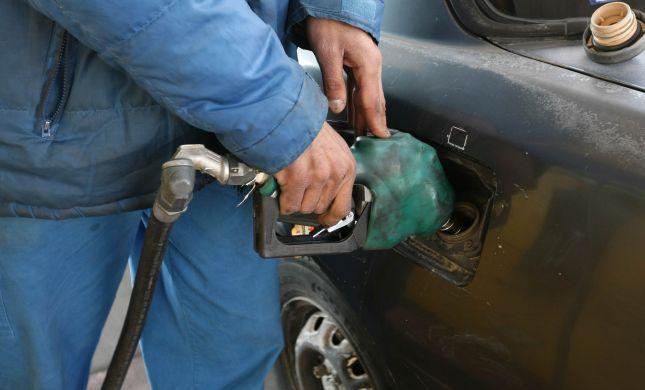 מחיר הנפט צונח, אבל מחיר הדלק יורד רק בקצת