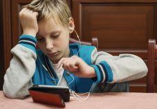 הרב גורדין: ילד בכיתה ח' לא צריך סמארטפון
