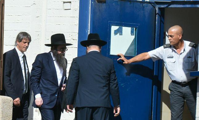 ללא חסידים: הרב פינטו נכנס לשנת מאסר בכלא