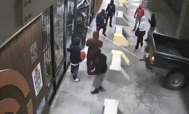 שוד נועז ביוסטון: כך רוקנו חנות נשק. צפו