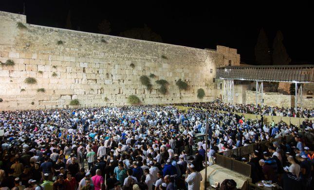 """עצרת תפילה בכותל: """"לך כנוס את כל היהודים"""""""