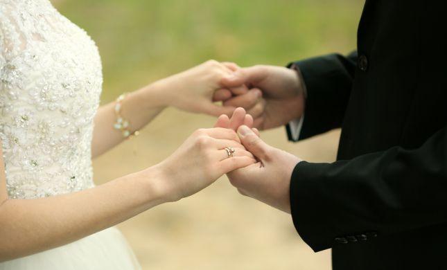 יש המתחתנים מאהבה ויש האוהבים כי התחתנו