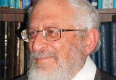 """הרב רוזן לרב אבינר: """"גם הרב קוק התנגד לחליבה בשבת"""""""