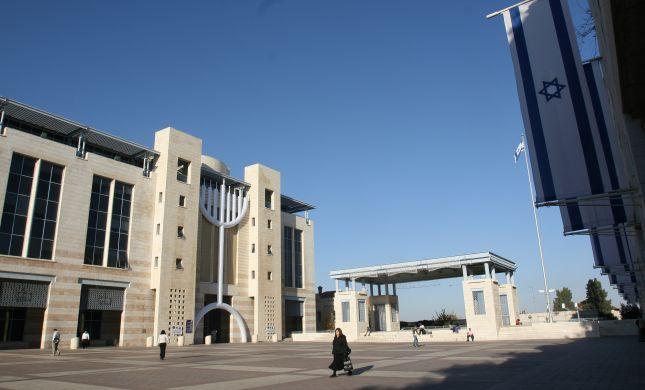 עיריית ירושלים: מחיצה - אסור; מופע עירום-מותר
