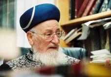 """הרב מרדכי אליהו זצ""""ל: מה למדנו מהשואה"""
