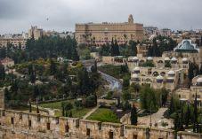 מלון המלך דוד לנגנים: הסירו את הכיפה והציצית